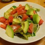 浜小家 - トマトとアボガドのサラダ @500円
