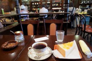 茶考 - モーニング¥380(トースト+珈琲)