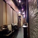 博多華味鳥 祇園店 - 長い廊下の両サイドに個室がずらり