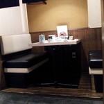 博多華味鳥 祇園店 - テーブル席