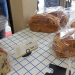 食パン工房 - どんどん売れていきます
