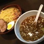 ラーメン本舗 まるみ - 黒ソースつけ麺、大盛り