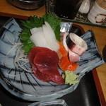 肉屋食堂 - 茹でイカやイカ刺身が美味しかった