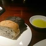 ル・コントワール・デュ・グー - ゴマとイカスミのパン