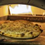 カフェ・スコーラ - 釜で焼く自家製ピザ