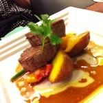 CUCINA 野菜とパン - 【お肉】牛フィレ肉のポアレ リオネーズポテト添え ソースアピシウス