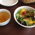 フォンターナ デル ヴィーノ - セットのスープとサラダ