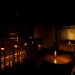 リストランテ イル コンティヌオ - 世界の銘酒を楽しめるバーカウンター。おタバコや食後のお飲み物はこちらで。