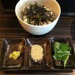 志奈そば 田なか - 「鯵ニボセット(鯵ニボそば 海苔茶の準備)」950円の「海苔茶の準備」 (2013年7月)