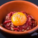 最強焼肉 カスミ - 新鮮で上質なお肉使用のユッケ焼き。