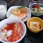 20801516 - 海鮮丼が食べられる朝食バイキング