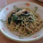 サイゼリヤ - ほうれん草とベーコンのスパゲッティ