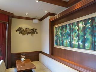 珈琲茶館 集 五反田店 - 店内は落ち着いた雰囲気です。フランク・ライトのリビングを再現しているとか!