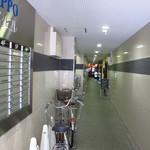 20811215 - 細い廊下の奥に店があります