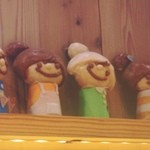 ラ ・ブランジュリ キィニョン 渋谷ヒカリエShinQs店 - お店の中*可愛い人形