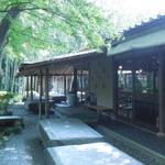 嵯峨野 - 座敷には一度中庭に出て
