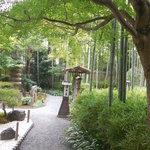 嵯峨野 - 庭園の横の小道をすすんで