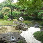 嵯峨野 - 中庭が現れます