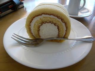 天現寺カフェ - はちみつロールケーキ