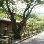 嵯峨野 - 京福嵐山駅側からの佇まい