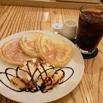20815014 - クリームパンケーキ三重奏とアイスコーヒー