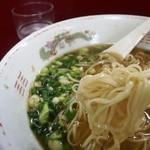 珍竹林 - 麺はこんな感じ なんと平打ちなのに細麺