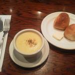 20817602 - コーンスープとパン