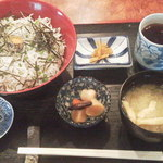 新勝丸 - 釜揚げシラス丼¥500