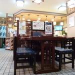 大須寶寿司 - 奥の小上がりから見た店内