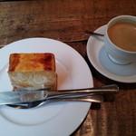メゾン・モンマルトル - ブレンドコーヒーとケーキ