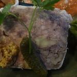 花・ふらんす食堂やまもと - クルミ入りお肉のテリーヌ、オレンジ風味の人参サラダ添え