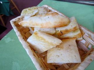 アル・ロドデンドロ - 自家製パン