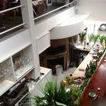 エンボカ - 店内1階の情景・奥に窯が見えます