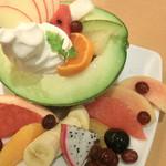 フルーツカフェ ポンポン - <8月>まるごとメロンフルーツ盛り