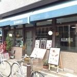 20826011 - 店の前に自転車が並ぶ本店