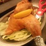 DEN's 酒店 鶴亀 - 「半身鶏の唐揚げ」 何気に唐揚げ頼んだらすごいのが出てきた