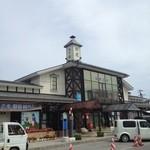 ソフトハウス - この建物自体が、駅舎なんです。