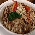 横濱たちばな亭 - 横浜焼きハヤシ、上部はこがしチーズ