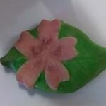 モンシェリー - お花クッキー100円。