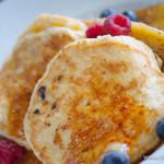 Royal Garden Cafe - リコッタチーズのパンケーキ バナナ添え【2013年7月】