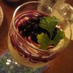 カフェ・クロニック - グラス入りのクリームチーズケーキ