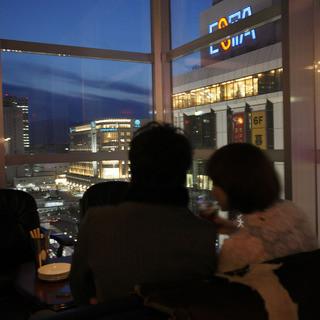 札幌駅一望の夜景はお二人の空間を鮮やかに演出します♪