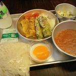 きゅうしょくのおばさんカフェテリア - ソフト麺にミートソース、ちくわの磯辺揚げ