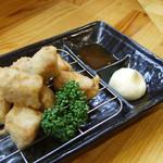 満々気 - 満々気流とりてん 下味にこだわった鶏の胸肉を天ぷらにして、わさびマヨもしくは自家製のピリ辛ソース 「オレンジソース」の2種類で楽しんで頂ける人気メニューです。