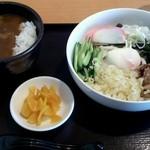 和風カレー さや - 冷たいうどん+ミニカレー丼のセット(\900) : カレーは和風出汁と控えめなスパイスが優しい味。冷たいうどんのコシは感動レベル。