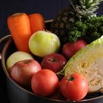 長八 - とんかつソースは自家製。フレッシュな野菜を煮込んで作ります。