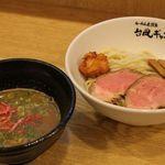 台風ギャング - 3種類のエビの部位をブレンドした海老の風味溢れる海老つけ麺は、リピーターも多いです。