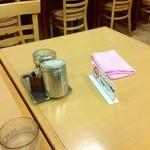 はるな食堂 - H25.08 テーブル席