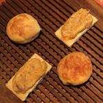 """キノシタ - アミューズ (""""アンチョビとクリームチーズのグージェール シュー"""" と  """"豚と野菜のリエット"""") (2013/08)"""