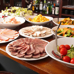 【神保町】まるでコンサートホールに居るようなイタリアン カフェ トライオード - ビストロサラダランチの具材
